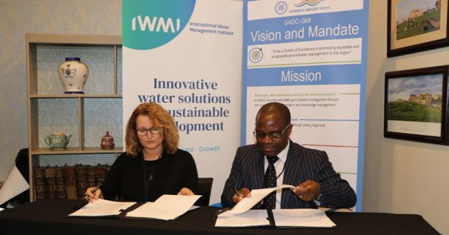 Dr Claudia Sadoff – IWMI Director General and Mr James Sauramba – SADC – GMI Executive Director signing the MoU