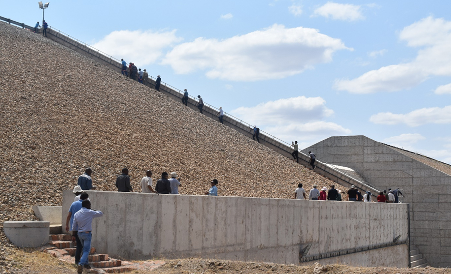 Participants climbing the top of Thune Dam in Bobonong area, Botswana. The Thune Dam supplies water to approximately 30 000 people from surrounding areas